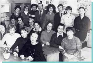 ПРЕПОДАВАТЕЛИ КАФЕДРЫ СО СТУДЕНТАМИ В 1981 ГОДУ