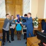 Вручение подарков победителям ректором академии доктором сельскохозяйственных наук Гавриченко Николаем Ивановичем