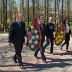 Церемония возложения венков к Мемориальным знакам
