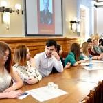 студенты группы №3 слушают выступление о Герое Советского Союза Тышевиче В.А..