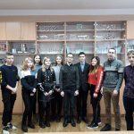 На фото: доцент Демидович А.П. с учениками аграрных классов школ Лиозненского района.